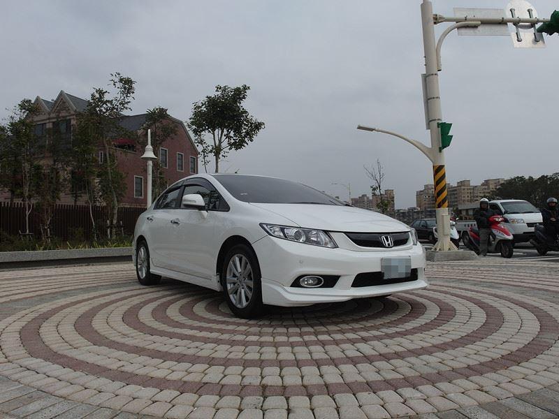 2014 Honda Civic 1.8 白 配合全額貸、找 錢超額貸 FB搜尋 : 『阿文の圓夢車坊』