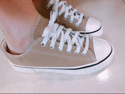 奶茶色帆布餅乾鞋