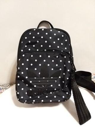 愛迪達 ADIDAS ORIGINALS MINI BACKPACK 黑色 點點  側背包 後背包