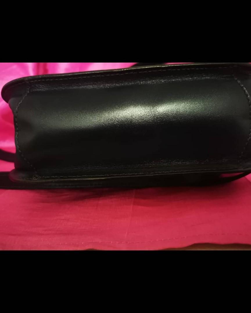Tas Aigner etiene aigner vintage Authentic slingbag made in germany uk 17 x 20 cm mulusss Like New