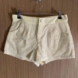 one way 蕾絲繡花短褲(鵝黃/M) ♡ [ 二手出清 ]