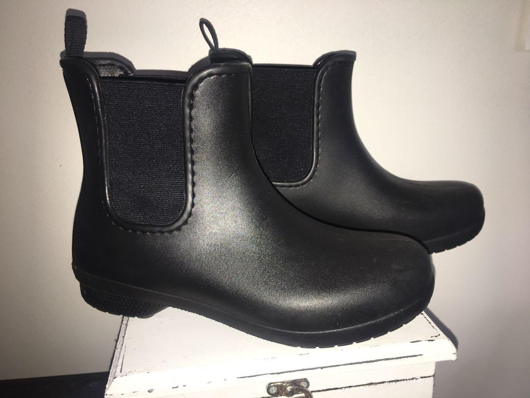 Brand new (without box) women's Crocs freesail Chelsea boots sz6