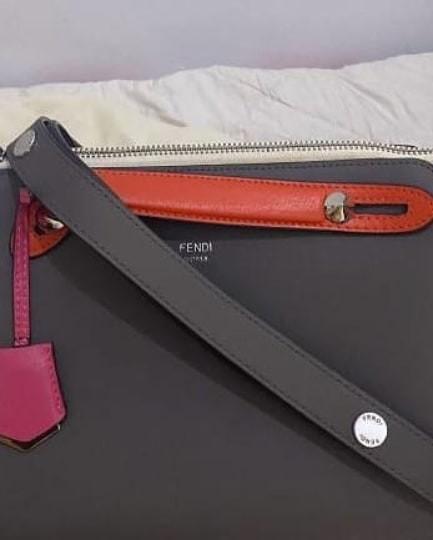 F3ndi btw mirror full kulit asli ada noseri dan tag hitam, Zipper F size 26 cm Lengkap db dan card2nya Like New