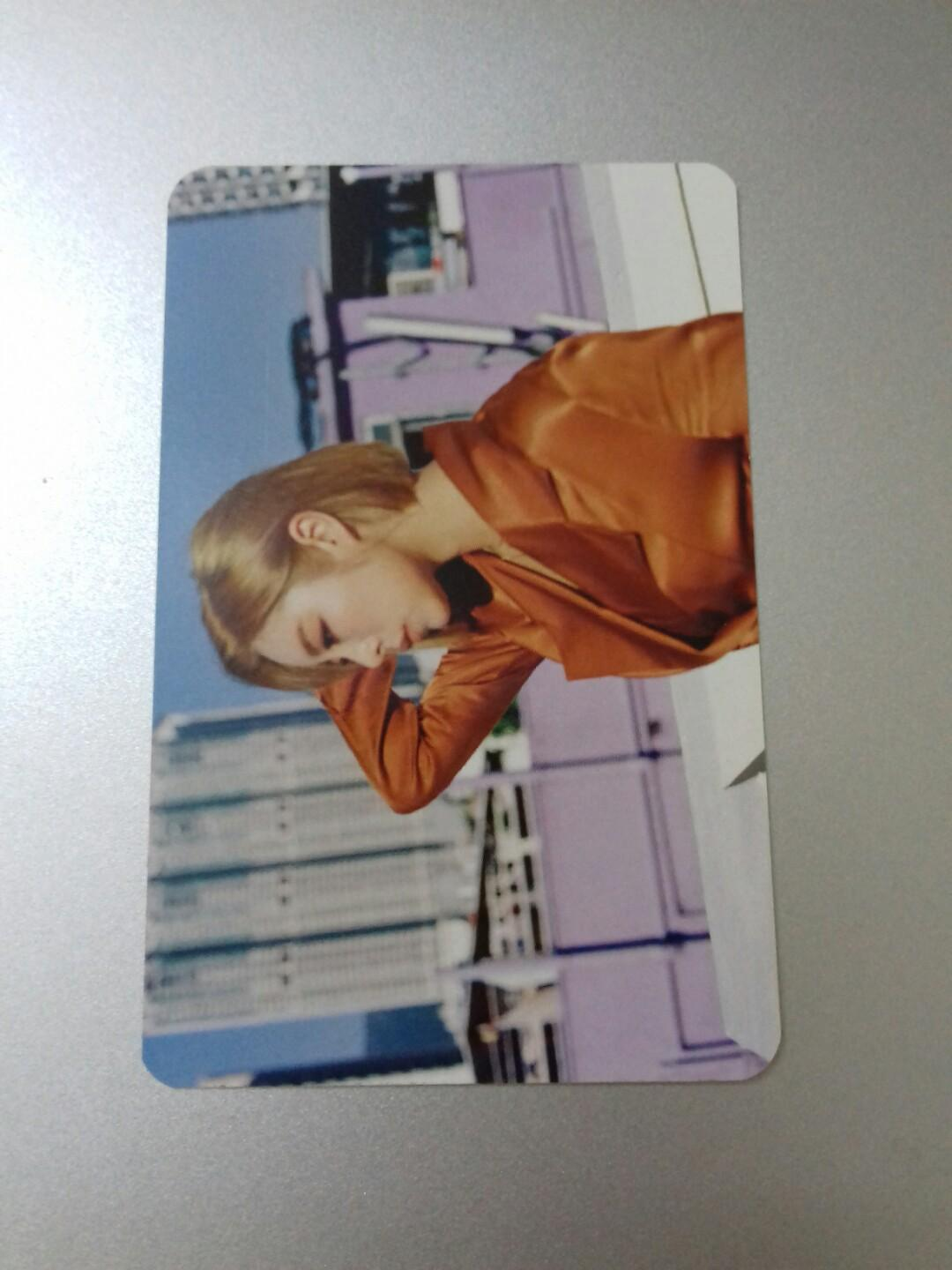 WTT Wheein Blue S photocard to Solar Blue S photocard