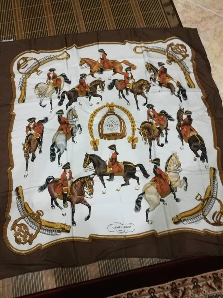 Hermes Paris Scarf and 100% Silk with one side Expression Castle Cavalry