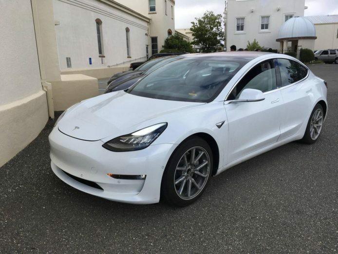 Tesla Model s model 3 model 3 白色 Auto