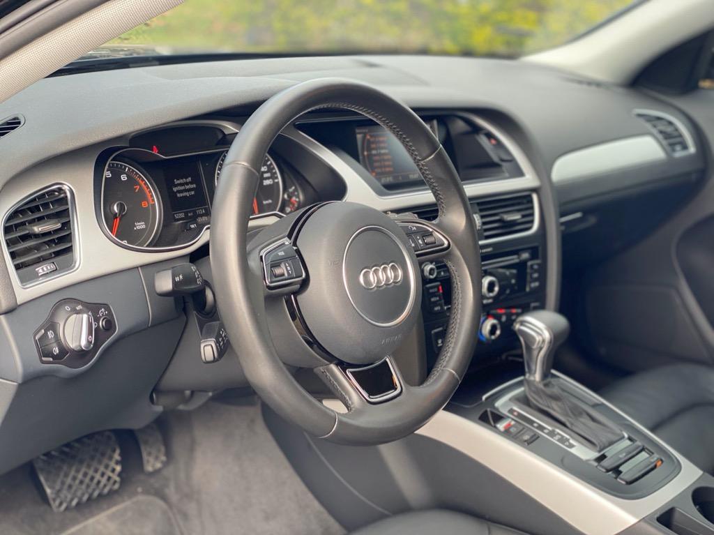 2015 Audi A4 Sedan/里程僅跑五萬公里/經典優雅房車/帥氣質感黑