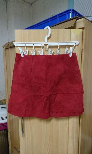 瑞典 H&M 可愛的小紅莓色麂皮質感短裙