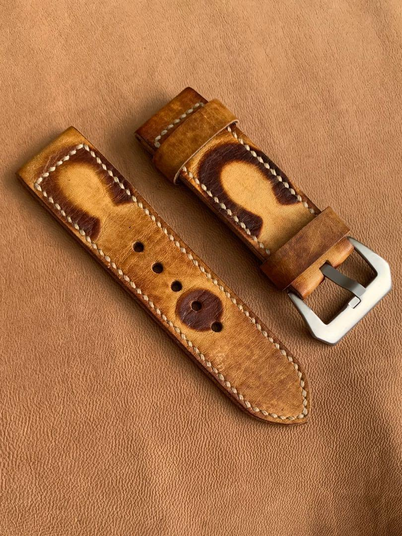 """26mm/26mm Calf Leather Brown Watch Strap with """"Horse Shoe"""" Antiqued Dye (for good luck) - Tough and Sturdy leather for long-lasting  Length: L- 127mm, S- 80mm. 3.5mm thickness . 2 floating keepers (only pc 😊) hand-stitched/dyed/antiqued"""