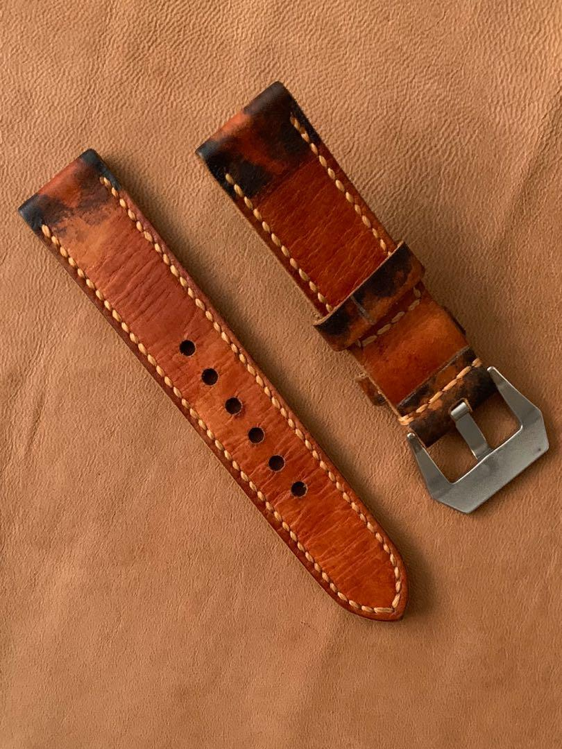 22mm/22mm Calf Leather - Antiqued Mahogany Clover Leaf inscriptions L-130mm, S- 80mm Thickness - 3mm . 1 fixed 1 floating keepers (only pc 😉) hand-stitched/dyed/antiqued