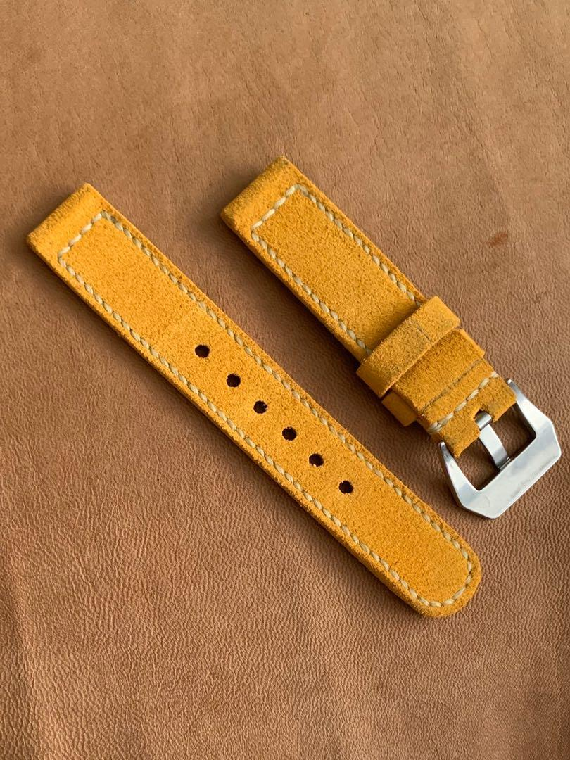 20mm/20mm Suede Leather - Sunrise Golden Brown Seiko Japanese inscription strap, soft and comfy 20mm/20mm L-133mm, S- 80mm Thickness - 3mm . 1 fixed 1 floating keepers (only pc😊) hand-stitched/dyed