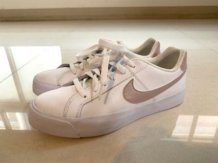 九成新* NIKE COURT ROYALE AC 白色滑板鞋  慢跑女鞋 AO2810-110
