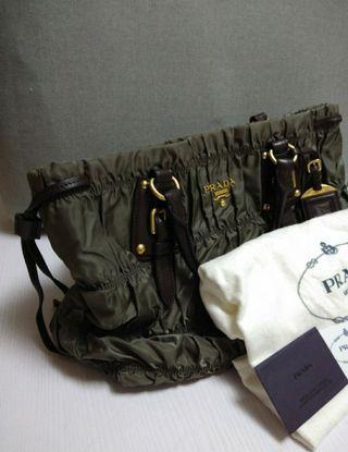 全新 Prada 袋