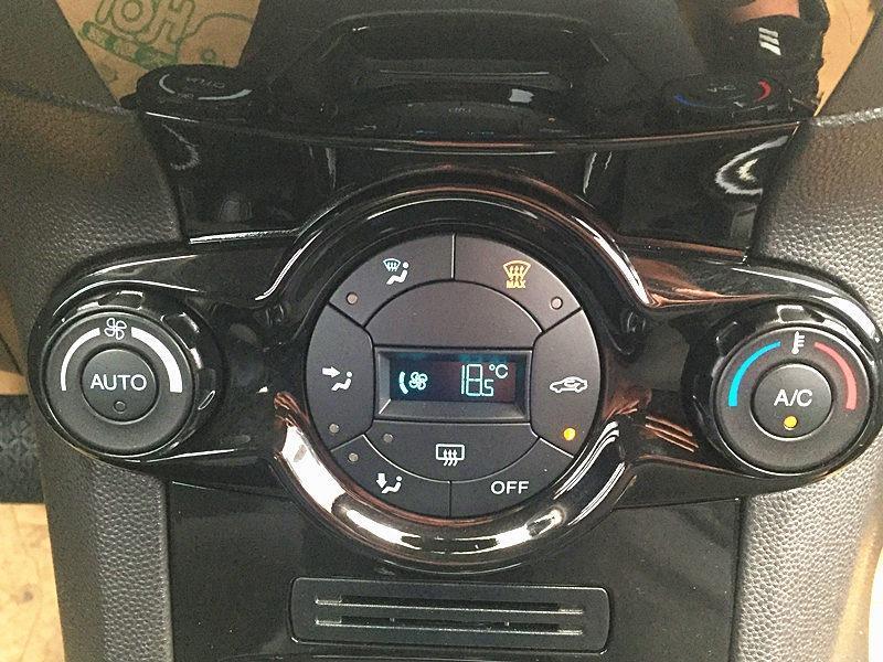 福特 Fiesta 2014 1.5 白色