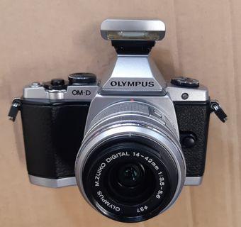 Olympus EM5, 1,98%新, 送全新M42 to M4/3接環 ai to m43, om to m43, ok to m43 ,Pentacon 50mm 1.8 ,fujinon 55mm 2.2, Olympus 14-42mm,  Ricoh RIKENON      50mm 1.4, 1.7 2.0 P, XR