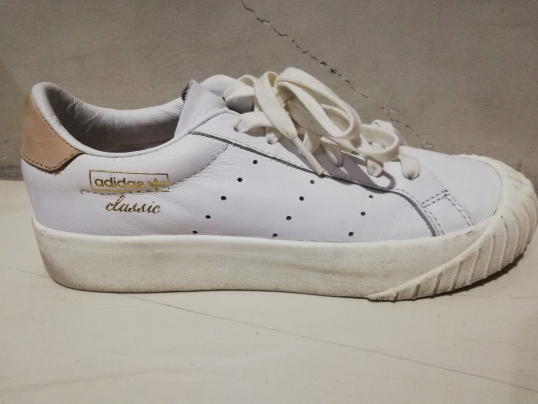 Litoral mosaico triunfante  Adidas Classic Sneakers, Women's Fashion, Shoes, Sneakers on Carousell