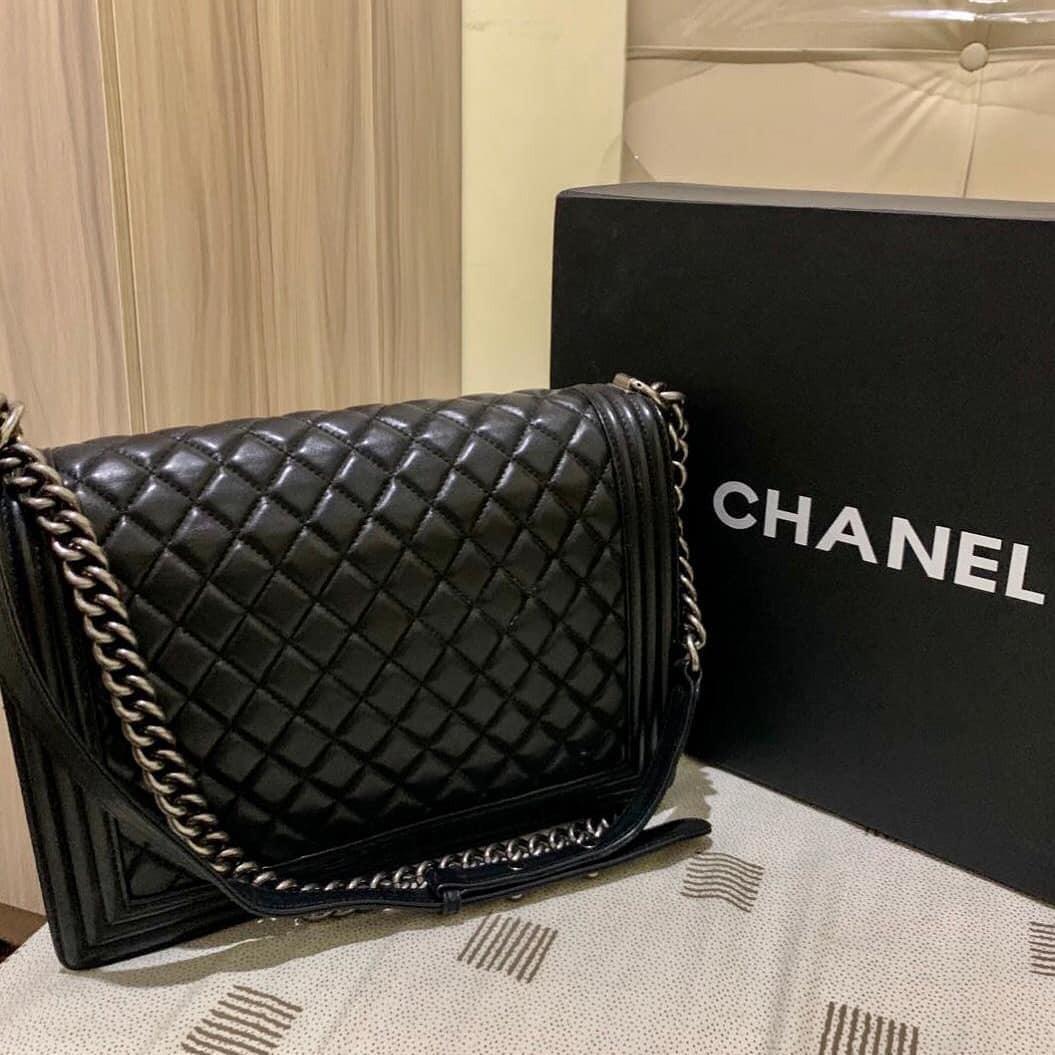 Chanel Boy Black Lambskin SHW bahan full leather kulit asli (original) mulus dan Like New