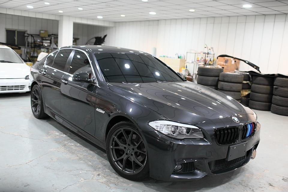 活動下殺最低價81.8萬 ! BMW F10 520D柴油轎車 極低里程僅跑10萬多公里 好開有力又省稅金! c250