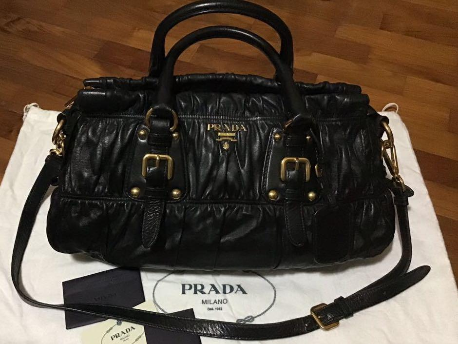 💯 authentic 💯 leather Prada handbag Prada bags women's bags and wallet health and beauty make up antique vintage collection everything else pants jeans & shorts ladies fashion jewelry leather bags handbags luxury bags authentic Prada bag