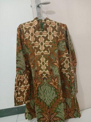 Batik Danar Hadi , Daun Hijau LD : 102cm