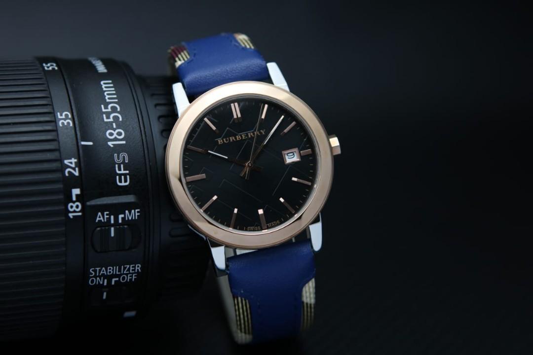 Brand : Burberry  Kualitas : Super  Display : analog, tgl on  Diameter : -+3,9cm Tali : kulit