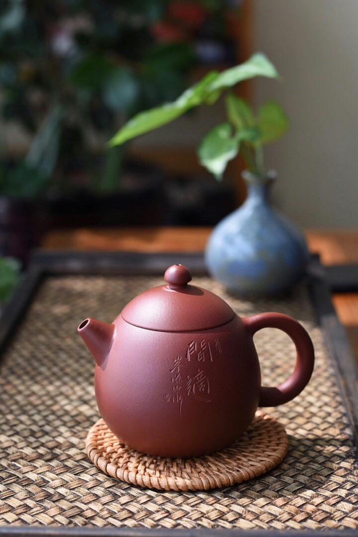 Exported to Japan tail cargo dragon egg pot of handmade refined use dahongpao sludge cup body smooth ruddy feeling gorgeous with a little ore particles in the shower after tea is red with purple raise pot is the beauty of the bag oar capacity Japan