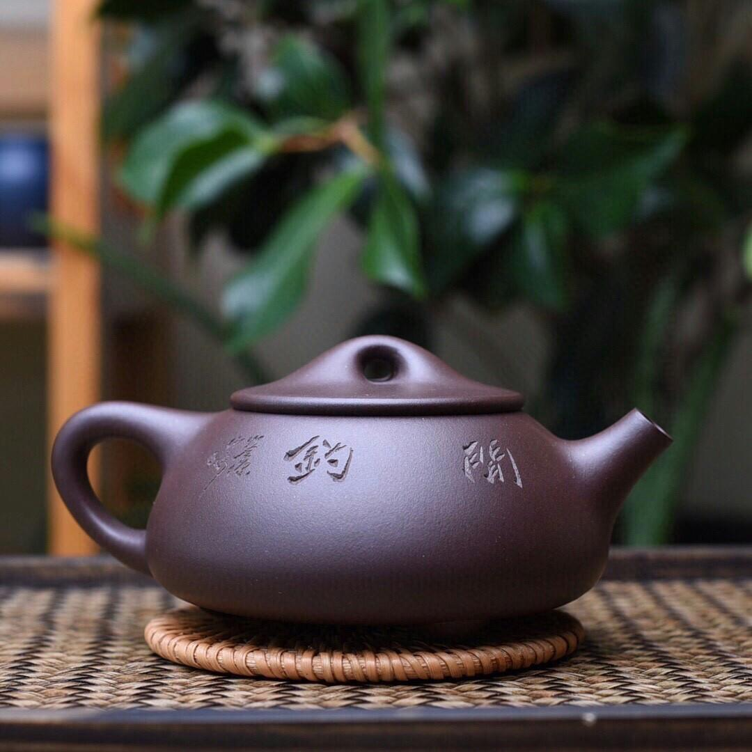 Exported to Japan tail cargo JingZhou old purple clay stone gourd ladle pot out smooth lines concise simple returns is the state of art of the rare business is also a kind of state of our life