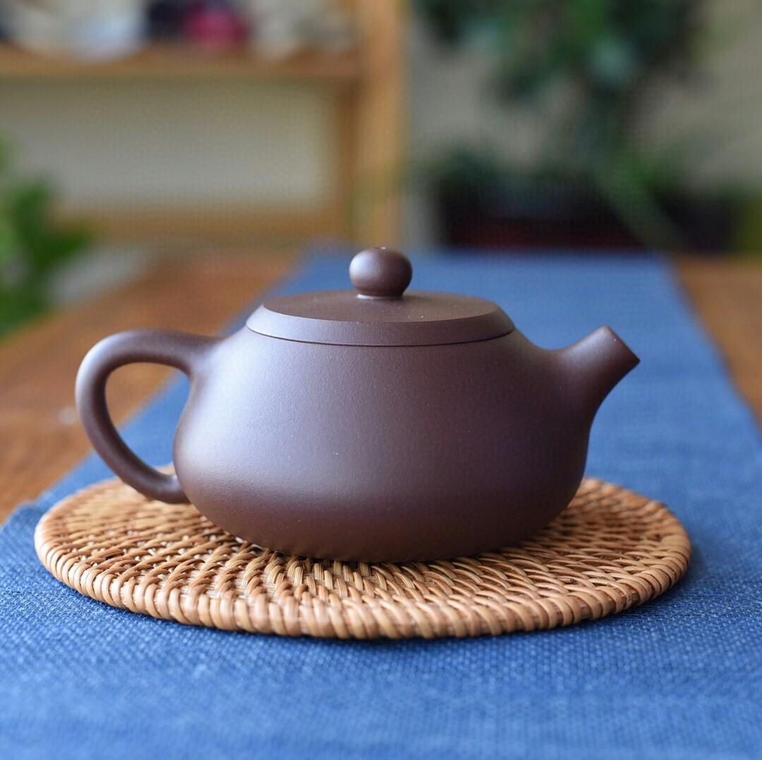 Exported to Japan tail goods of bamboo pot of old purple clay pot out classic stone gourd ladle evolution spout bunch decoration vivid three-dimensional smooth lines the whole pot of simple and generous ancient sweet patina is very practical capacity a go