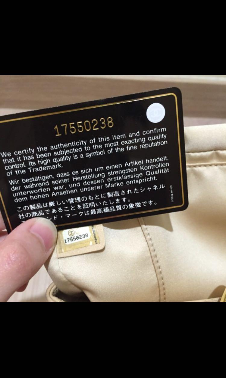Selling a Preloved 100% Authentic Chanel GST in beige with gold hardware. Refer to photos 😀 (got it as a gift bought in Italy)