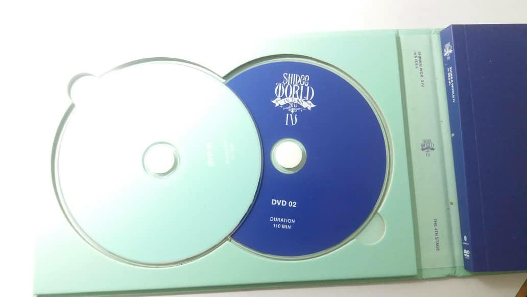 Shinee World Dvd in Seoul with all members signature