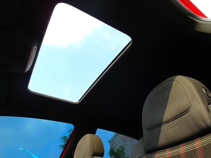 2004年 GTI 2.0 紅 FB粉專:二手車教主●可可