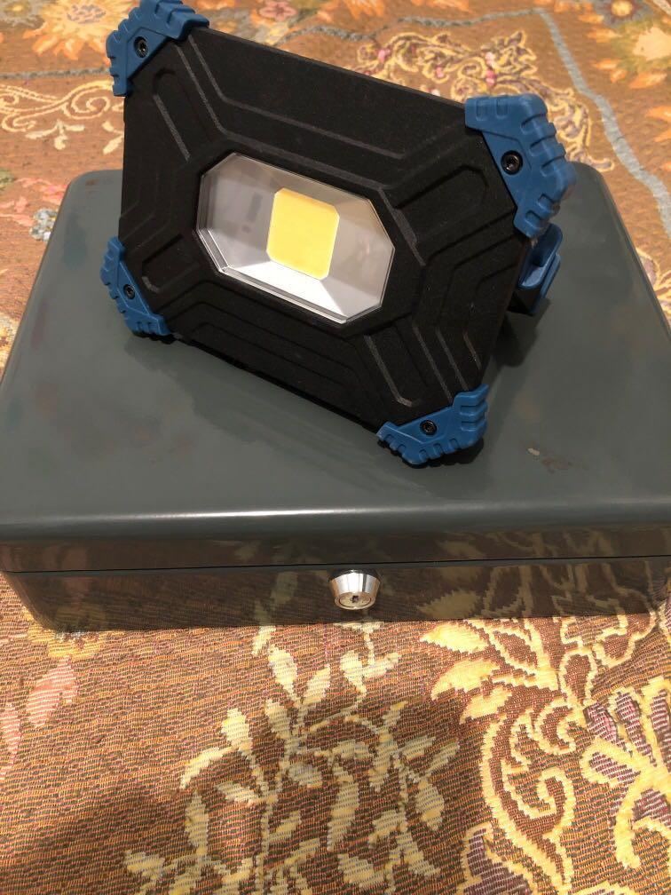 充電寶 泛光燈 汽車燈 超大功率20W, 2000流明
