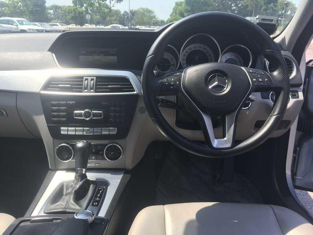Mercedes-Benz C180 CGI BlueEfficiency 7G-Tronic Auto