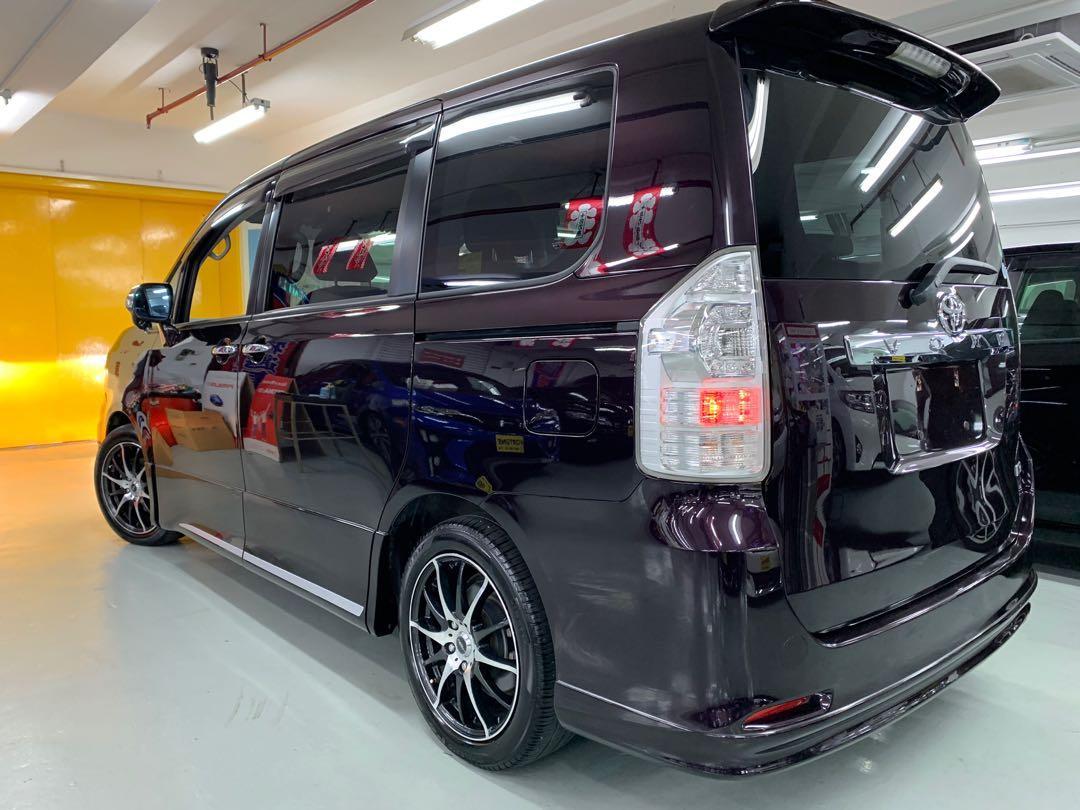 Toyota Voxy ZS Modellista TRD Auto