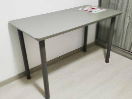 Table (almost new)