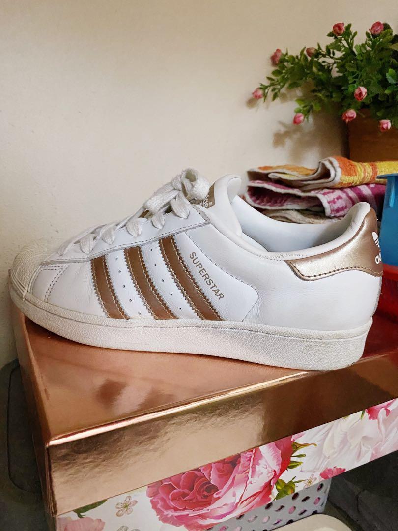 insertar ir de compras Patria  Adidas Superstar Rose Gold, US7, Men's Fashion, Footwear, Sneakers on  Carousell