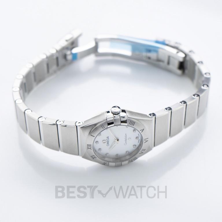 [NEW] Omega Constellation Manhattan Quartz 25mm Quartz White Dial Diamonds Ladies Watch 131.10.25.60.55.001