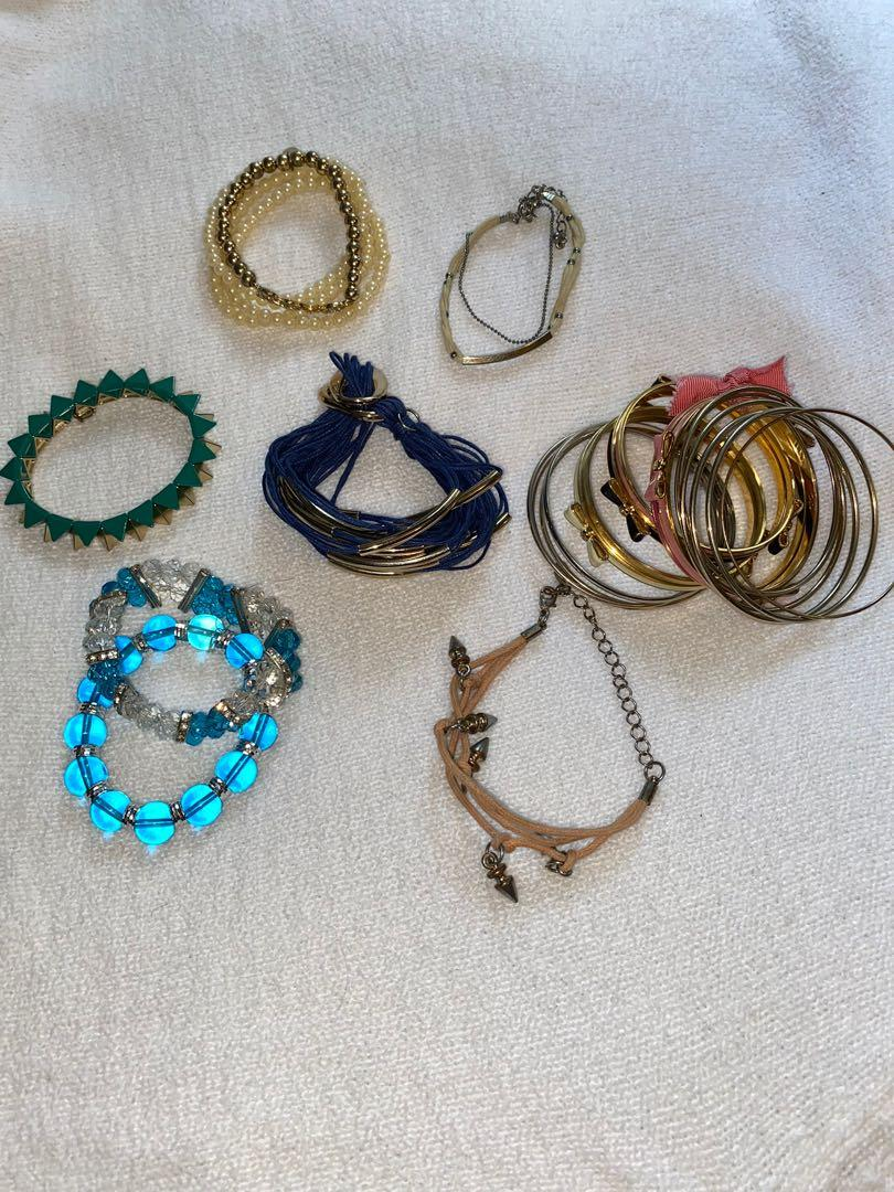 Jewelry bundle // 3 watches,3 earrings,26 bracelets,19 rings +2 necklaces