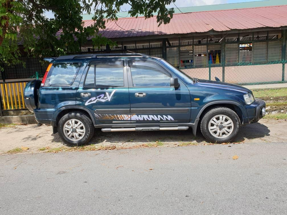 Honda CRV tahun 2000 good condition no accident new gearbox .come and to test drive .