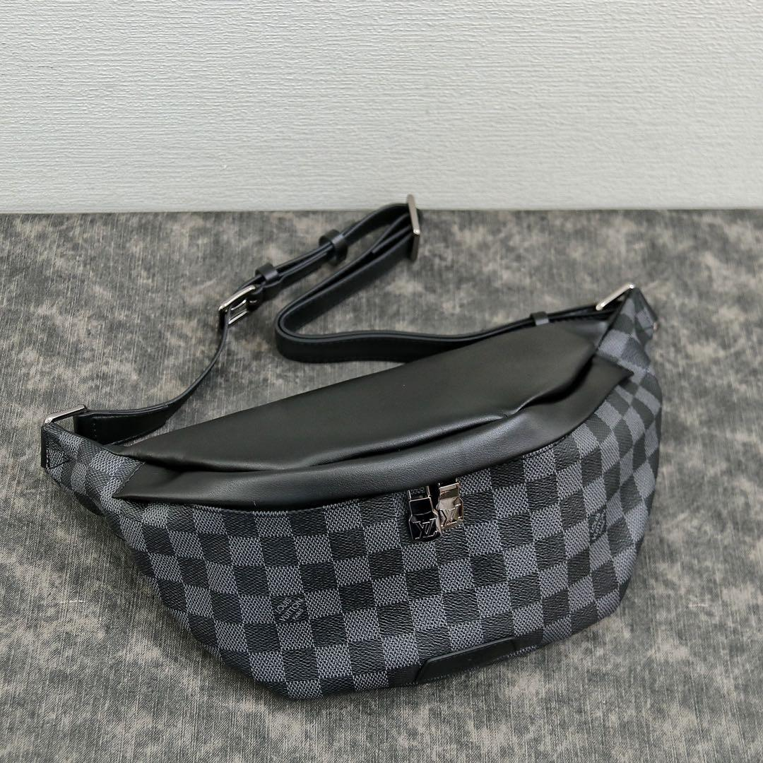 LV2020 DISCOVERY BUMBAG Waist Pack single quality folding gift box.  Cut from Monogram Eclipse canvas. It can be used as a waist bag. It can also be carried on the shoulder or crossbody.  Specifications: 37 * 14 * 13cm