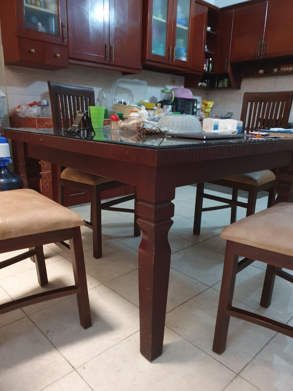Meja Makan Kayu Mahoni Solid Satu Set Dengan Kursi 4 Buah Perabotan Rumah Di Carousell