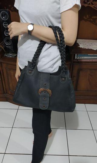 Shoulder Bag Hitam Kulit