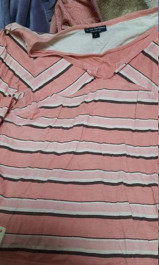 粉色橫條紋上衣