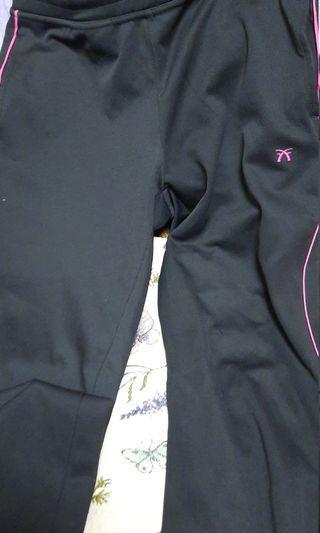 運動褲  顯瘦  兩側有口袋,有抽繩鬆緊。