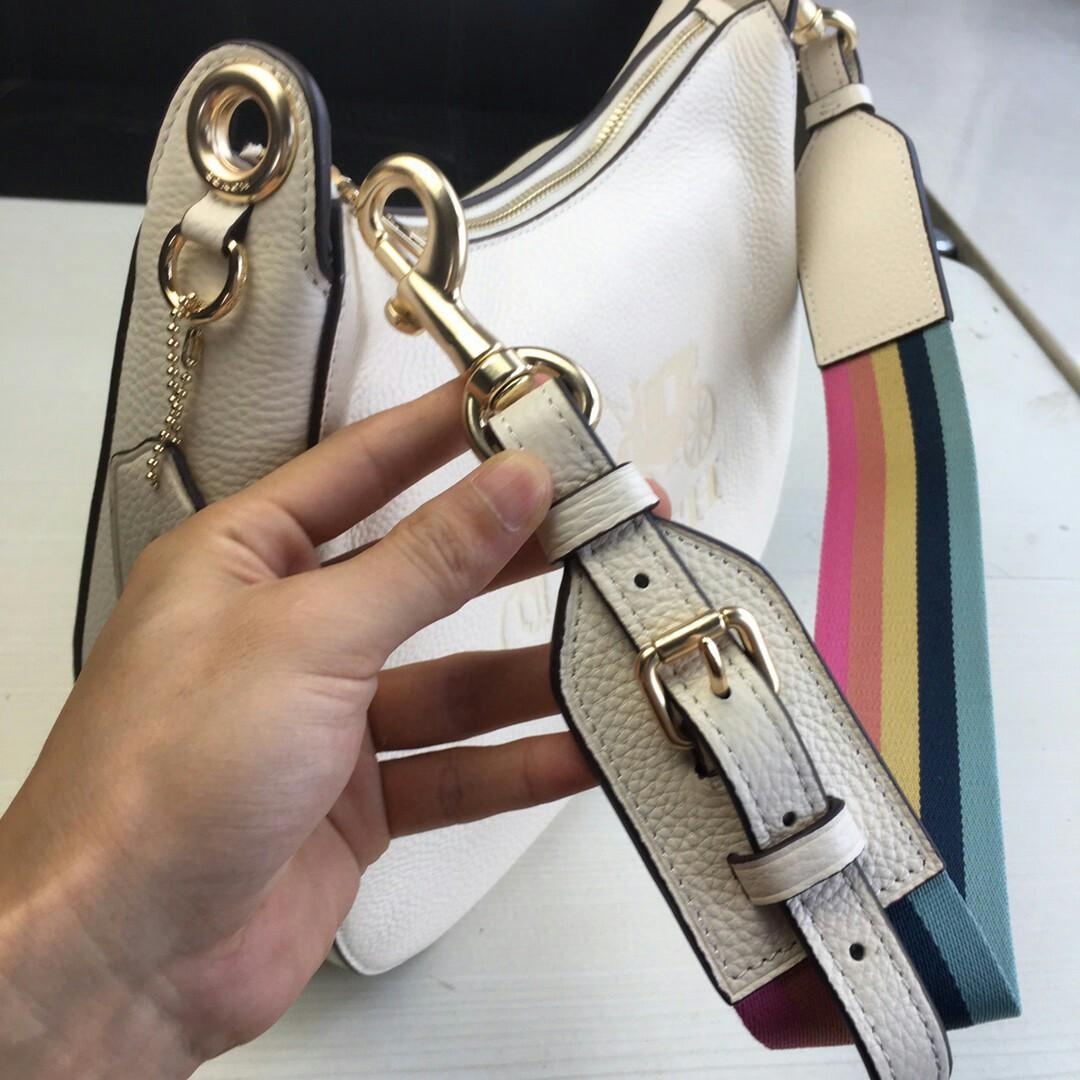 Coach new F big carriage and a half months counters ms new aslant packages in color matching stitching all skin big carriage rainbow shoulder belt design capacity
