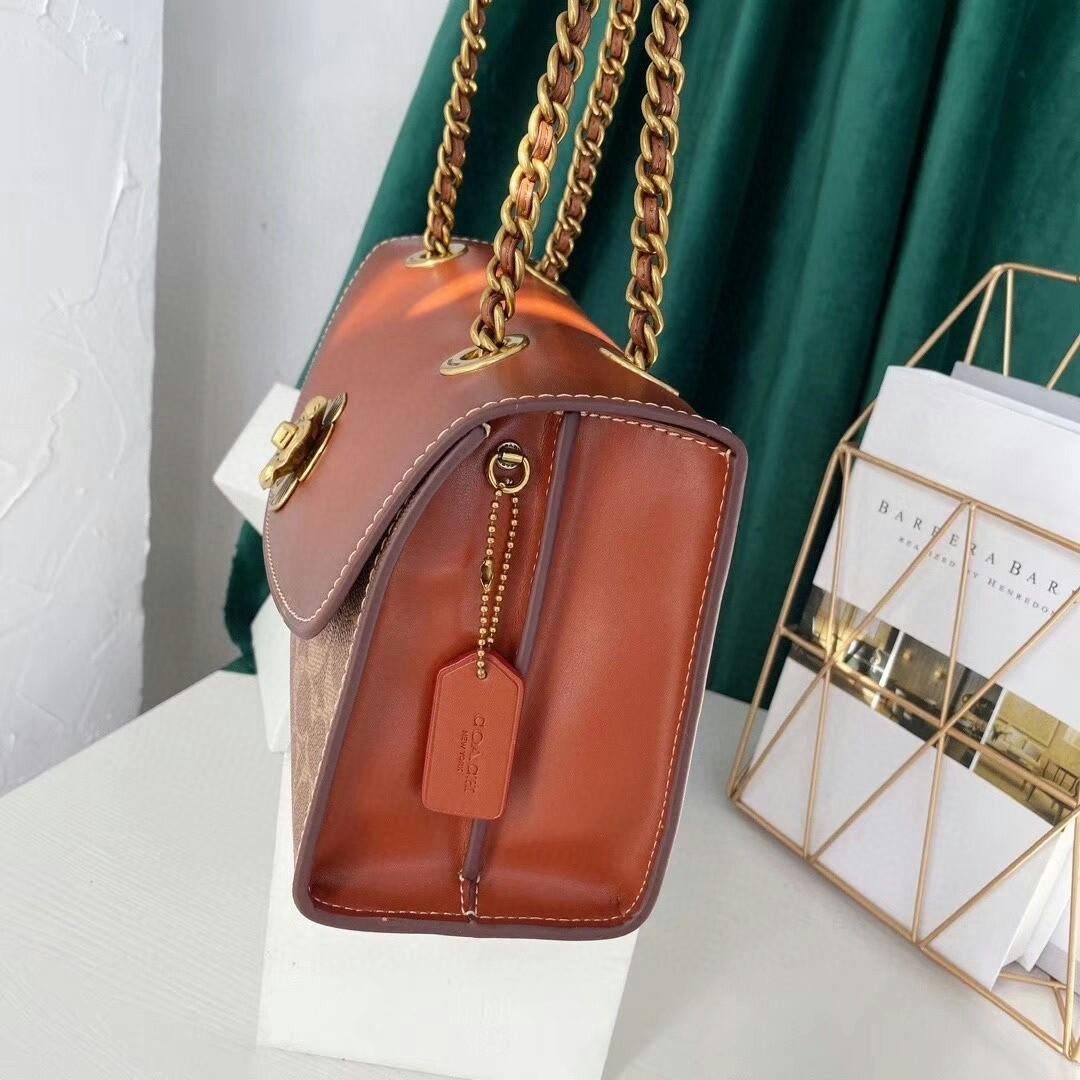 Coach the new medium chain bag spell color restoring ancient ways snake skin flap bag the fur lining chain shoulder belt can be one shoulder his shoulder bag type Button flowers adorn Don t have the flavor of high-end grade worth of atmosphere th
