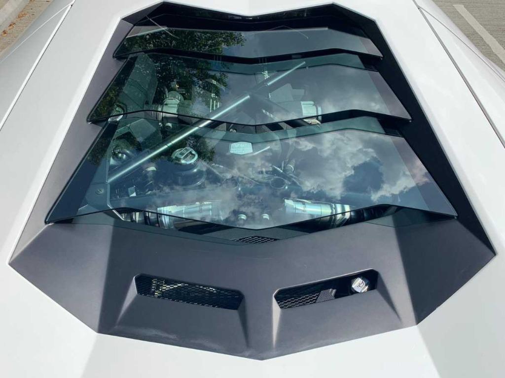 Lamborghini Aventador LP 700-4 (A)