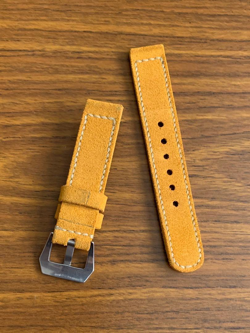 20mm/20mm Suede Leather - Sunrise golden brown Seiko Japanese inscription strap, soft and comfy L-133mm, S- 80mm Thickness - 3mm . 1 fixed 1 floating keepers (only 1 piece, once sold no more 😊)