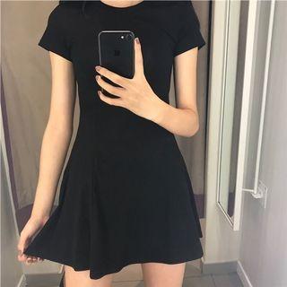 辣妹貼身洋裝
