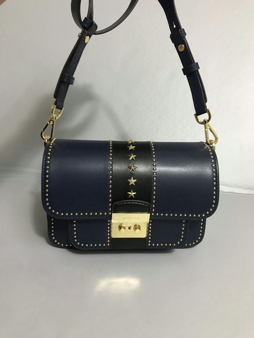 Original MK classic five-star covering pure original mould opening high quality authentic custom rivets bag than before good good this new rivet with first-class workmanship to see details with golden rivet upper body effect is great
